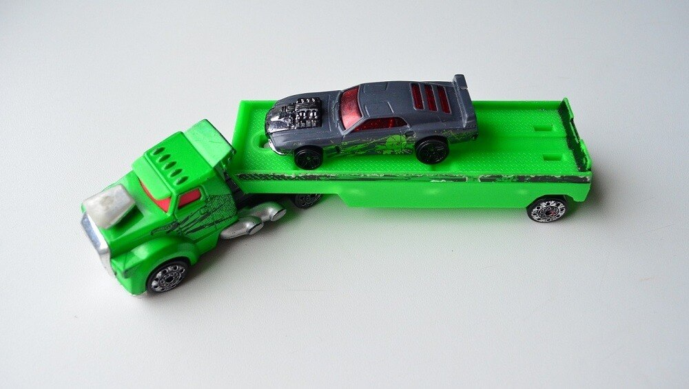 Hot Wheels fright freighter transporter with car